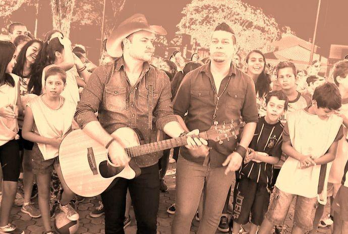 Bruno e Márcio formam a dupla sertaneja de sucesso de Buri (Foto: Reprodução / TV TEM)