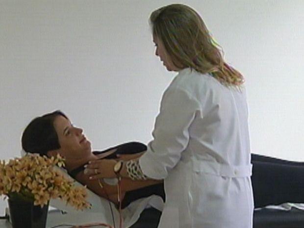Fisioterapia ajuda na recuperação dos movimentos que fazem parte da dança (Foto: reprodução/TV Tem)