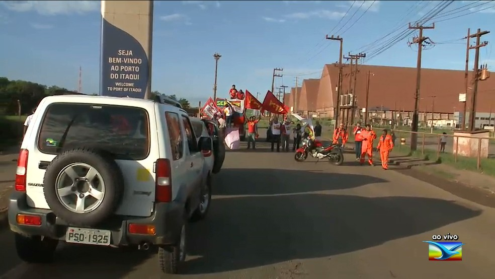 Manifestantes interditaram os quatro acessos ao Porto do Itaqui (Foto: Reprodução/TV Mirante)