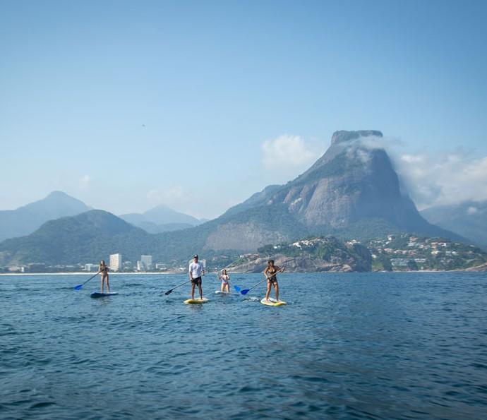 Marina, Amanda e Giulia remam em direção às Ilhas Tijuca (Foto: Fabiano Battaglin/Gshow)