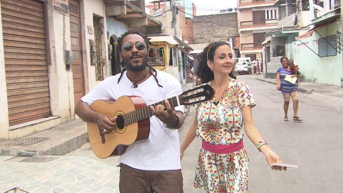 O cantor e compositor Beto Wilson dá uma palinha no 'Mapas' (Foto: TV Bahia)