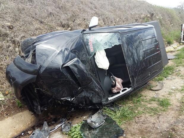 Veículo em que deputado e o filho estavam ficou parcialmente destruído (Foto: Arquivo pessoal)