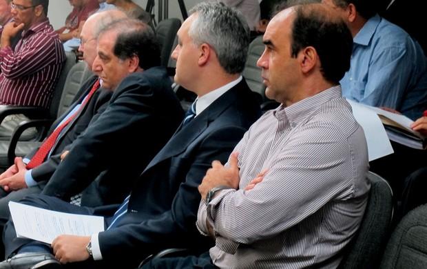 ricardo gomes e gustavo pinheiro Julgamento STJD Vasco e Corinthians (Foto: Globoesporte.com)