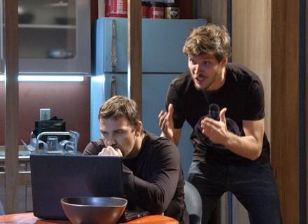 Lobão e Luiz se desesperam ao ver reencontro entre Nat e Duca