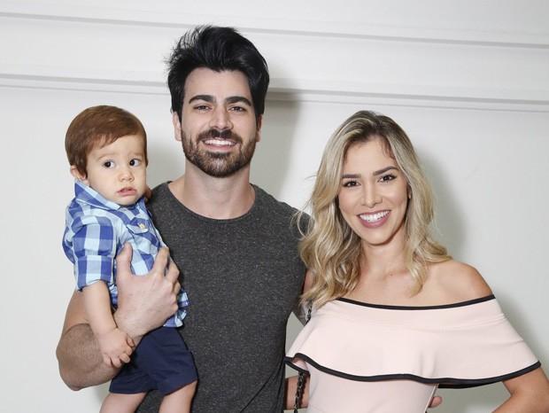 Adriana Sant'Anna com Rodrigão e o filho do casal, Rodrigo (Foto: Delson Silva/AgNews)