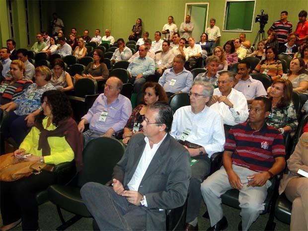 Prefeitos e secretários de saúde da região participaram da reunião em Ribeirão (Foto: Eduardo Guidini/ G1)