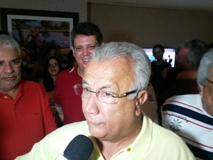ARACAJU (SE): O governador de Sergipe, Jackson Barreto (PMDB), analisa a vitória do seu apoiado Edvaldo Nogueira (PCdoB) (Foto: Tássio Andrade/G1)