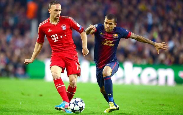Ribery Daniel Alves jogo Barcelona Bayern de Munique Liga (Foto: AFP)