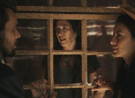 Joaquina e Xavier se encontram na prisão
