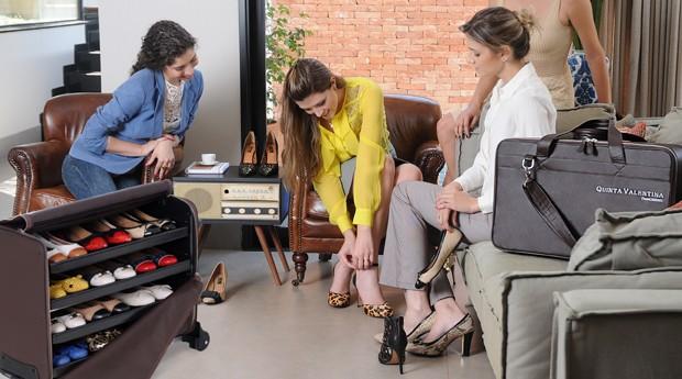 Empreendedor salva negócio vendendo sapatos em domicílio