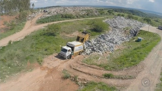 Ponto de transbordo de lixo se torna lixão irregular em distrito de Marília