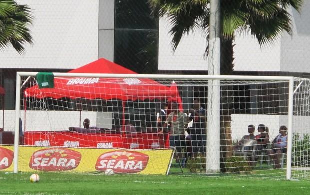 colete santos faltas (Foto: Marcelo Hazan / Globoesporte.com)