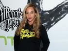 Acompanhada de Jay-Z, Beyoncé usa shortinho em evento em Nova York