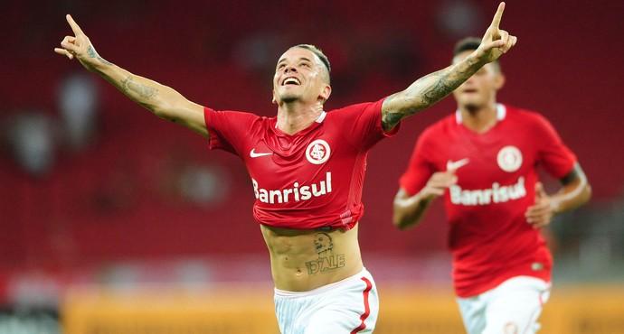 D'Alessandro faz gol de falta contra o Sampaio Corrêa (Foto: Ricardo Duarte / Inter, DVG)