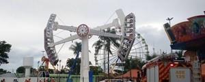 Brinquedo de parque de diversões falha e deixa dez crianças presas  (Corpo de Bombeiros DF/Divulgação)