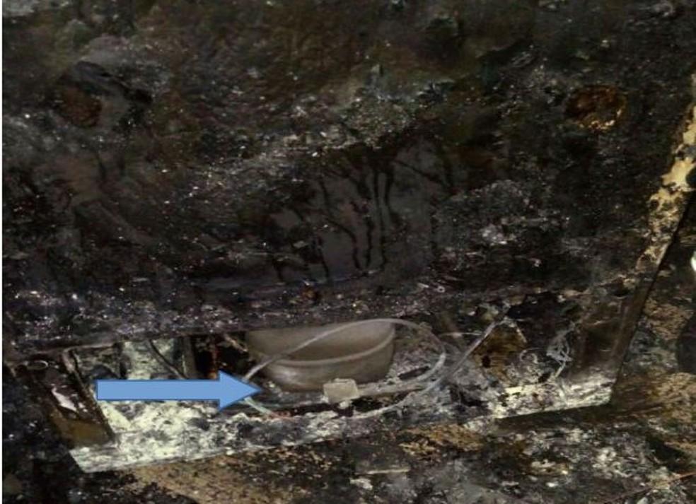 Problema termoeletrico em motor de geladeira teria dado início ao fogo. (Foto: Laudo Pericial dos Bombeiros/Divulgação)