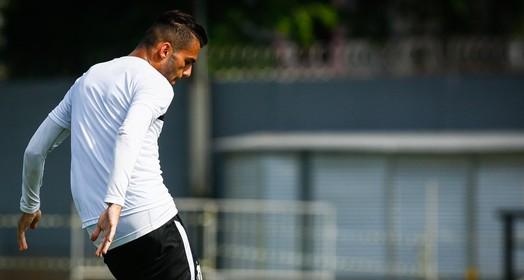 ele fica (Ricardo Saibun / Divulgação Santos FC)