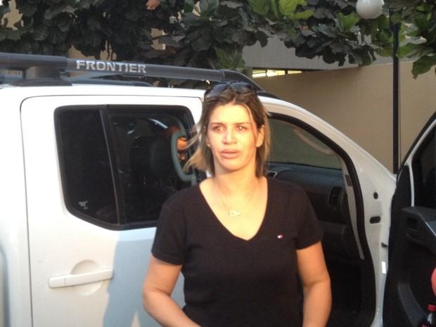 Roseli Lima, irmã de Gusttavo Lima, providenciou a liberação do corpo no IML de Goiânia (Foto: Versanna Carvalho/G1)