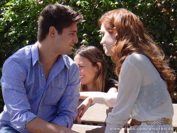 Sophia e Daniel ensaiam as cenas de Rogério e Natasha  (Foto: Amor à Vida/TV Globo)