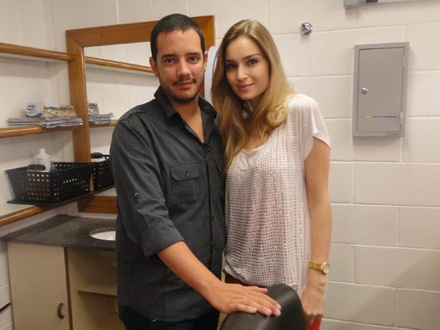 Leonardo Almeida e Raquel Bertani mostram como fazer uma maquiagem natural para a virada (Foto: Vídeo Show/TV Globo)