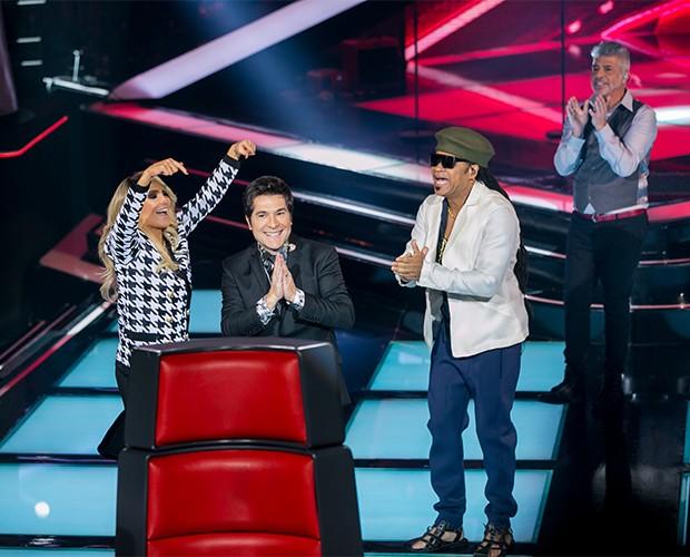 Técnicos cantam parabéns (Foto: Isabella Pinheiro/TV Globo)