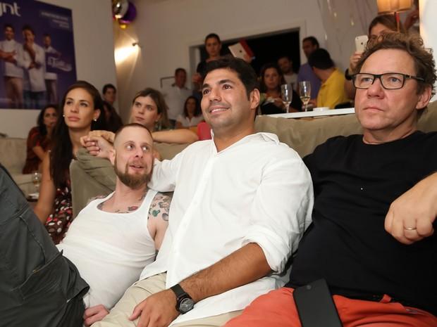 Andr Mifano, Felipe Bronze e Claude Troisgros assistem juntos  estreia do 'The Taste Brasil' (Foto: Miguel S/Divulgao GNT)