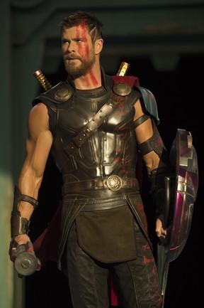 Chris Hemsworth caracterizado para o filme Thor: Ragnarok (Foto: Jasin Boland / Marvel Studios / Divulgação)