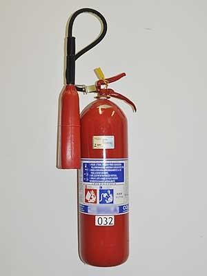 Rótulo de extintor de incêndio mostra composição e uso adequado do material (Foto: Isabela Leite/G1 Campinas)