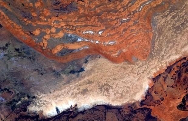 Imagem postada em homenagem ao Dia da Terra pelo astronauta canadense (Foto: Reprodução/Twitter/@Cmdr_Hadfield)