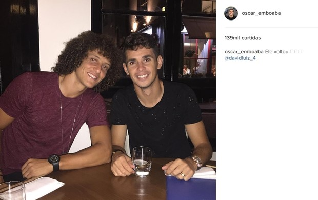 "BLOG: Oscar registra retorno do amigo David Luiz ao Chelsea: ""Ele voltou"""