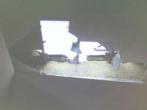 Comerciantes tomaram um susto quando uma pequena parte do telhado desabou (Foto: Reprodução / TV Sergipe)