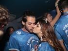 Giovanna Lancelotti beija muito namorado em camarote no Rio
