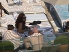 Veja fotos de Rihanna e Cara Delevingne em piscina no Rio