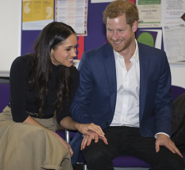 NOTTINGHAM, ENGLAND - DECEMBER 01:  Prince Harry and his fiancee US actress Meghan Markle visit Nottingham Academy on December 1, 2017 in Nottingham, England.  Prince Harry and Meghan Markle announced their engagement on Monday 27th November 2017 and will (Foto: Getty Images)