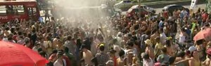 Blocos de carnaval levam quase 3 mil a Praça da Estação (Reprodução/TV Globo)