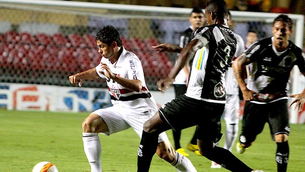 Osvaldo no jogo do São Paulo contra a Ponte Preta (Foto: Daniel Guimarães / Ag. Estado)