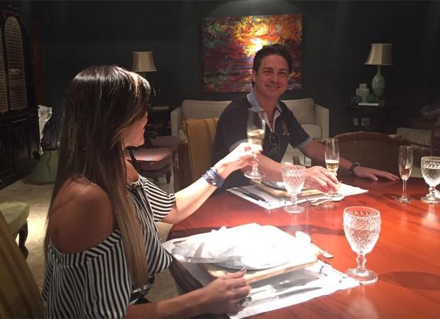 Fabiana e o noivo durante degustação dos pratos (Foto: Arquivo pessoal)