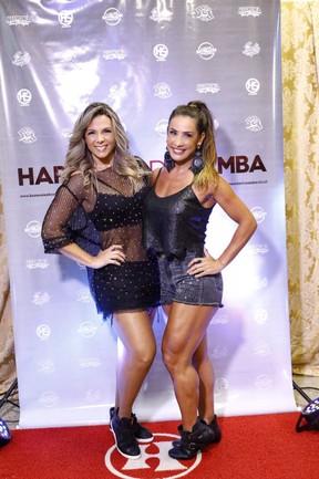 Scheila Carvalho e Carla Perez em show em Salvador, na Bahia (Foto: André Assis/ Divulgação)