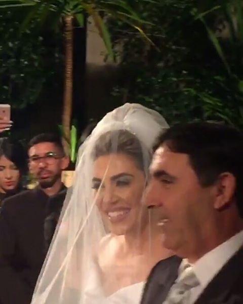 Naiara Azevedo entra na igreja (Foto: Reprodução/Instagram/naiara_azevedo_fc2)