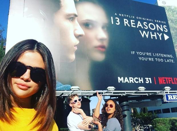 Selena Gomez com atores de '13 Reasons Why' (Foto: Reprodução/Instagram)