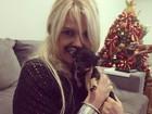 Monique Evans posa com o cachorro de Bárbara Evans