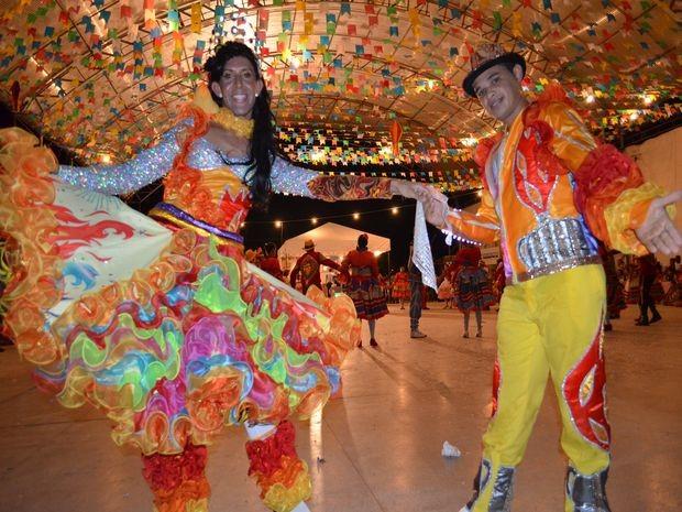 Quadrilheiro, Erinaldo Santos, dança como dama pela primeira vez no Levanta Poeira 2013 (Foto: Flávio Antunes/G1)