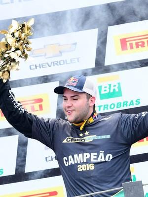 Felipe Fraga comemora título da Stock Car 2016