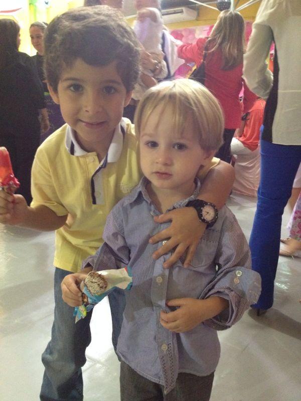 Luiz Felipe Mello e Guy no aniversário das filhas de Giovanna Antonelli (Foto: Dilson Silva/Agnews)