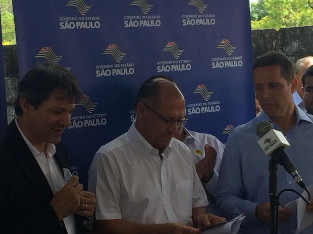 Haddad, Alckmin e Capez em evento em Marsilac (Foto: Tatiana Santiago/G1)