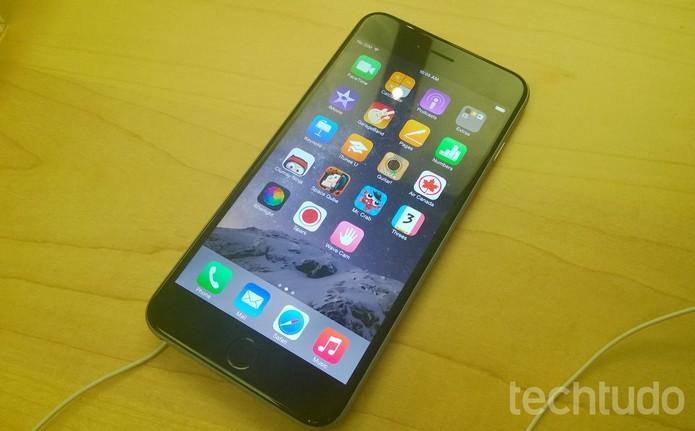 iPhone 6 Plus tem tela gigante de 5,5 polegadas e configurações poderosas (Foto: Elson de Souza/TechTudo) (Foto: iPhone 6 Plus tem tela gigante de 5,5 polegadas e configurações poderosas (Foto: Elson de Souza/TechTudo))