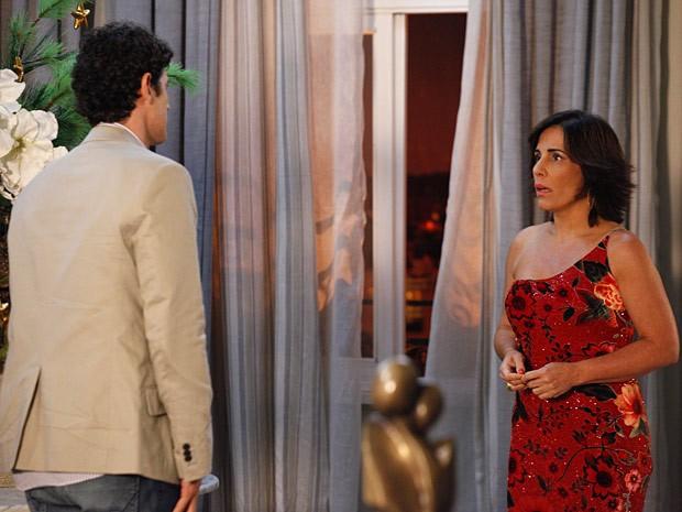 Nando diz que não pode rolar nada entre ele e Roberta (Foto: Guerra dos Sexos / TV Globo)