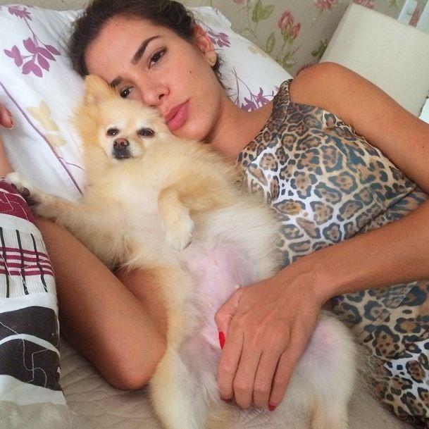Adriana Santanna e cachorro (Foto: Instagram / Reprodução)