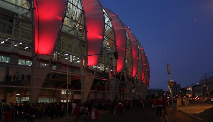 Beira-Rio iluminado para Inter x Atlético-PR (Foto: Diego Guichard)