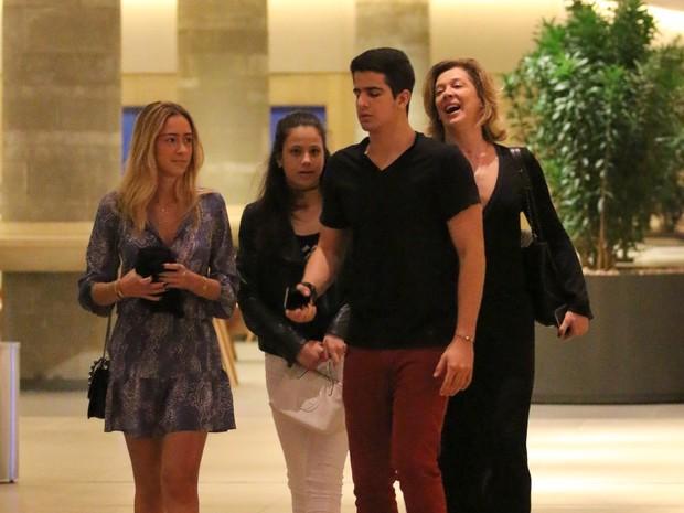 Claudia Raia com os filhos, Enzo e Sophia, em shopping na Zona Oeste do Rio (Foto: Fabio Moreno/ Ag. News)
